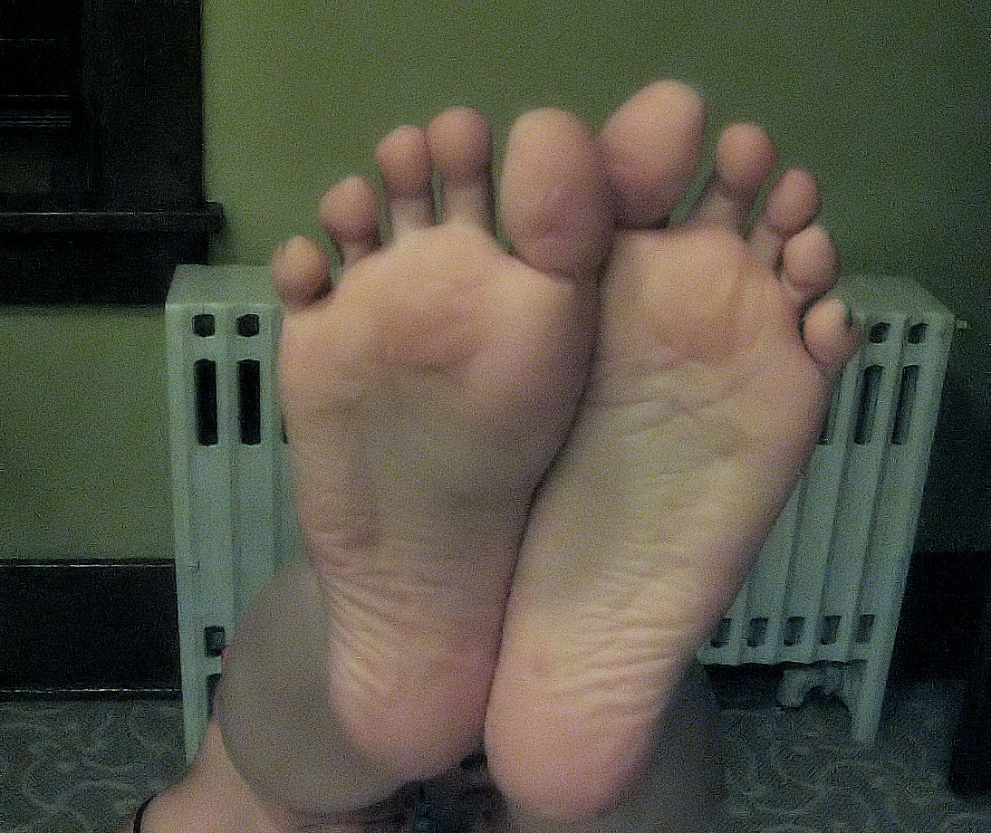 amazing nude teen feet